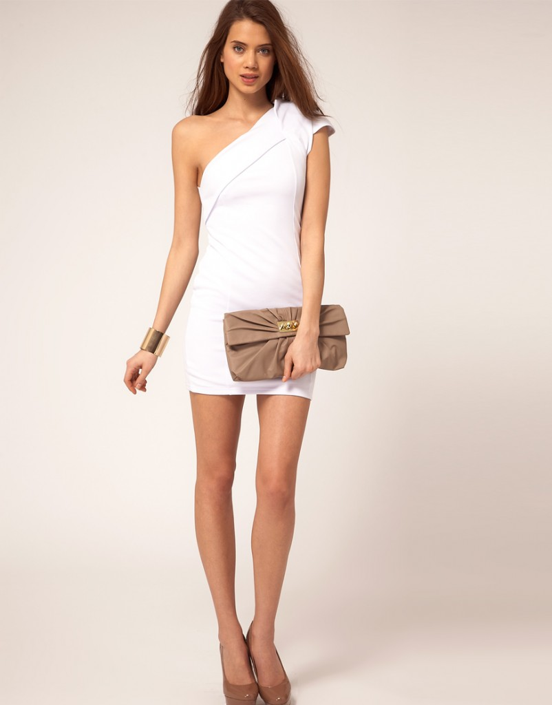 Beyaz Elbise Modellerinde Asalet