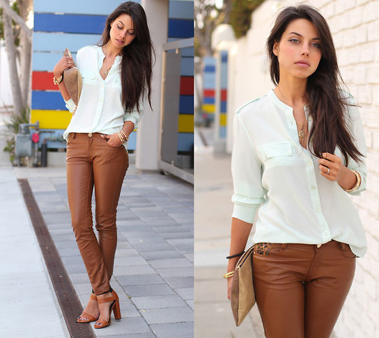 kahverengi pantolon ve gömlek